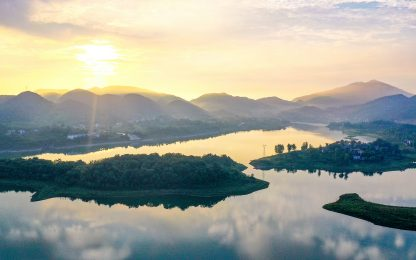 Cina, il lago Tianchi risplende liberato dall'inquinamento. FOTO