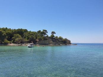 Taranto, riapre la spiaggia dell'isola di San Pietro. FOTO