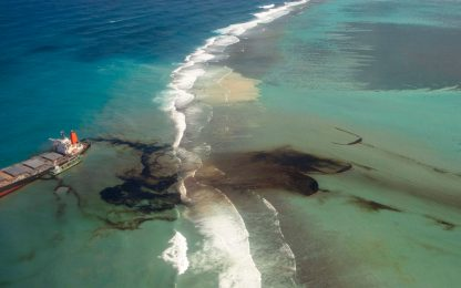 Mauritius, è disastro ambientale: foto e video