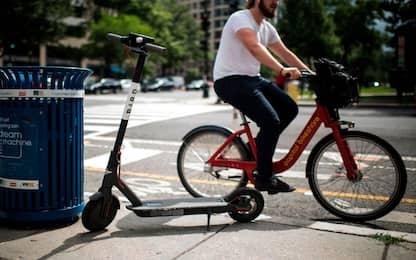 Scooter, monopattini e bici condivise, la sharing mobility in città
