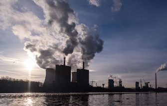 DUISBURG, GERMANY - JANUARY 06: Steam and exhaust rise from the steel power station HKM Huettenwerke Krupp Mannesmann GmbH on a cold winter day on January 6, 2017 in Duisburg, Germany. According to a report released by the European Copernicus Climate Change Service, 2016 is likely to have been the hottest year since global temperatures were recorded in the 19th century. According to the report the average global surface temperature was 14.8 degrees Celsius, which is 1.3 degrees higher than estimates for before the Industrial Revolution. Greenhouse gases are among the chief causes of global warming and climates change. (Photo by Lukas Schulze/Getty Images)