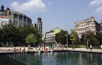 Budapest, HUNGARY: Locals and foreign visitors sit and walk around a pool in Budapest to cool off against the hot weather 19 July 2007 as the temperatures registered almost 40 degrees Celsius (104 Fahrenheit) throughout the country with hot winds and high humidity gripping most of the cities. Temperatures will rise in coming days in Europe, it is forecast.  AFP PHOTO / ATTILA KISBENEDEK (Photo credit should read ATTILA KISBENEDEK/AFP via Getty Images)