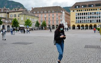 BOLZANO, ITALY - MAY 11: People wearing face masks walk in the city as Italy eases some lockdown restrictions on May 11, 2020 in Bolzano, Italy. The Bolzano province started the reopening of some businesses one week earlier than the rest of Italy, arising many controversies. (Photo by Alessio Coser/Getty Images)