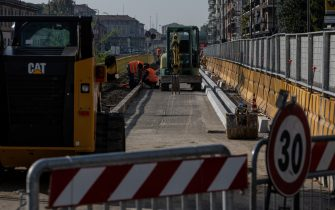 MILAN, ITALY - SEPTEMBER 30: A general view of the building site of a bike lane part of VenTo, a 679 km cycle path linking Venice to Turin and other major cities of Northern Italy along the banks of the river Po on September 30, 2020 in Milan, Italy. Since the end of lockdown Milan authorities have added a further 35 kilometers of pop-up bike lanes and cycle paths and encouraged cycling and riding e-scooters as a safer form of transport away from jam-packed buses or subway trains, in order to promote social distancing in response to COVID-19. (Photo by Emanuele Cremaschi/Getty Images)