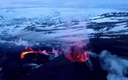 Russia, spettacolare eruzione di un vulcano in Kamchatka. VIDEO