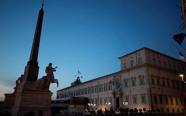 """Luci spente al  palazzo del Quirinale in occasione di """"M'illumino di Meno"""", la campagna del programma """"Caterpillar"""" di Radio 2 che promuove il risparmio energetico e le scelte sostenibili nella vita quotidiana, Roma, 26 marzo 2021. ANSA/UFFICIO STAMPA QUIRINALE"""