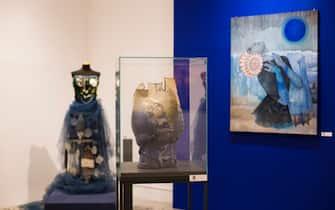 """Oggetti e un dipinto esposti alla mostra """"Il mare chiama chi ama ilmare"""", a Sorrento"""