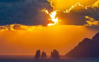 I faraglioni di Capri al tramonto visti dalla Penisola Sorrentina