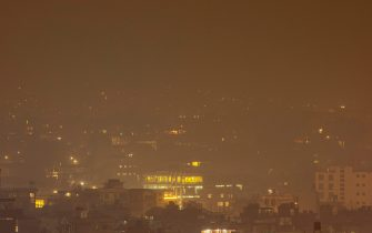 epa09116916 A blanket of air pollution over the Kathmandu valley seen at night in Kathmandu, Nepal, 05 April 2021. Kathmandu valley residents are experiencing a high level of pollution with the air quality indicator reaching hazardous levels.  EPA/NARENDRA SHRESTHA