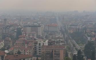 Bergamo  Qualita dell'aria pm 10 inquinamento Vista dalle mura città bassa  20/01/2021  Tiziano Manzoni/ANSA
