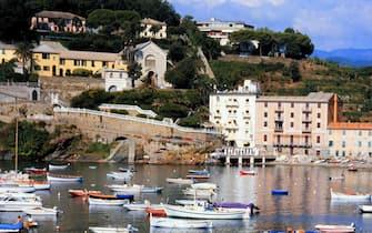 08/05/00 foto per notiziario turistico ligureuna veduta della baia del silenzio a sestri levanteapt tigullio/zennaro