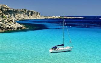 Cala Rossa, Favignana (Trapani), una delle spiagge selezionate nel sondaggio web di Legambiente 'La piu' bella sei tu'. Roma, 7 agosto 2013. ANSA/ US LEGAMBIENTE +++ NO SALES - EDITORIAL USE ONLY +++