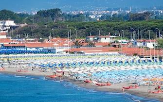 La spiaggia di Marina di Carrara, in Toscana
