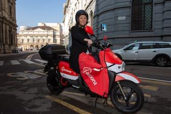 Milano, presentazione del nuovo servizio spagnolo di scooter sharing elettrico Acciona (Massimo Alberico/Fotogramma, Milano - 2020-02-18) p.s. la foto e' utilizzabile nel rispetto del contesto in cui e' stata scattata, e senza intento diffamatorio del decoro delle persone rappresentate