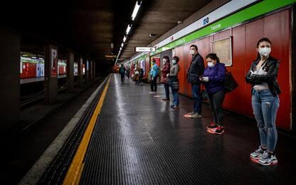 Milano, aggrediscono 5 agenti sulla banchina della metro: tre arresti