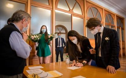 Coronavirus, a Milano riprendono i matrimoni civili FOTO