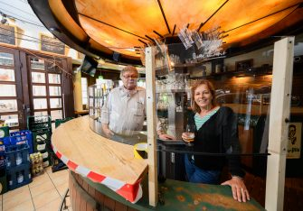 "11 May 2020, Rhineland-Palatinate, Mainz: Burkhard and Janine Geibel-Emden, tenants of the traditional pub ""Zur Andau"", stand behind a spit guard at the bar. The tavern in the city centre wants to reopen in compliance with the Corona hygiene regulations. As of May 13th, the state government in Rhineland-Palatinate has given the green light for the restaurant. Photo: Andreas Arnold/dpa (Andreas Arnold / IPA/Fotogramma, Mainz - 2020-05-11) p.s. la foto e' utilizzabile nel rispetto del contesto in cui e' stata scattata, e senza intento diffamatorio del decoro delle persone rappresentate"