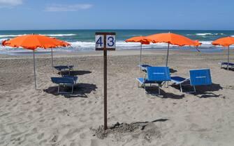 Capocotta - simulazione apertura spiagge con regole di prevenzione per il Covid 19. Spiaggia Libera attrezzata Mediterranea