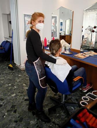 Primo giorno di riapertura delle parrucchiere e barbieri Lunedì 11 Maggio 2020