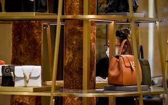 Foto Claudio Furlan - LaPresse  13 Maggio 2020 Milano (Italia)  News Negozi di abbigliamento del centro si preparano alla riapertura per la fase 2 dell'emergenza coronavirus  Photo Claudio Furlan/Lapresse 13 May 2020 Milano (Italy) The center\'s clothing stores are preparing to reopen for phase 2 of the coronavirus emergency