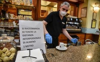Bar in via Paleocapa in occasione della riapertura dopo il lockdown a causa del coronavirus Covid-19, Milano, 18 maggio 2020.  Ansa/Matteo Corner