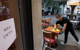 Il bar Stendhal di Roma allÕapertura, il giorno della fine del lockdown per lÕemergenza Coronavirus, 18 maggio 2020. ANSA/CLAUDIO PERI