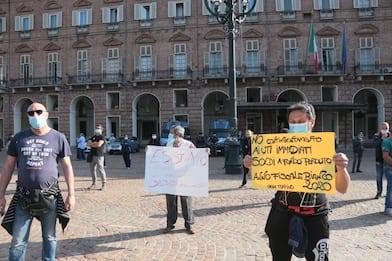 Coronavirus Torino, protesta degli ambulanti in piazza Castello