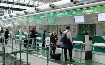 Obbligo di mascherine protettive da indossare per i passeggeri a bordo dei voli Alitalia