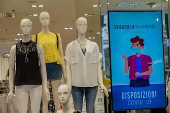Coronavirus Covid 19 fase 2. Riaprono i negozi di via Roma in centro. Torino 19 maggio 2020 ANSA/TINO ROMANO