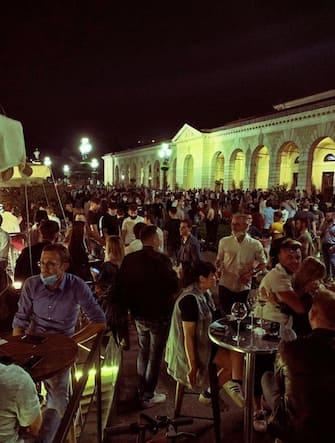 Nella foto Bresica Venerdi sera  piazzale Arnaldo la movida in pieno covid   23  Maggio   2020 fotolive ANSA