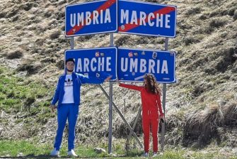 Ilaria Cortellesi (D), marchigiana di Arquata del Tronto (Ascoli Piceno) e Nicolas Giordani, umbro di Preci (Perugia)  di 25 anni  insieme dopo la quarantena al confine tra Umbria e Marche, 11 maggio 2020. ANSA/Gianluigi Basilietti