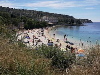 La spiaggia di Calamosca nella prima domenica dopo il lockdown, Cagliari, 24 maggio 2020. ANSA/MANUEL SCORDO