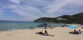La spiaggia del Poetto nella prima domenica dopo il lockdown, Cagliari, 24 maggio 2020. ANSA/MANUEL SCORDO