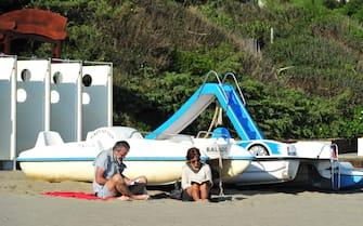 Foto LaPresse - Jennifer Lorenzini 24/05/2020 Castiglione della Pescaia - Gr - (Italia) Cronaca Castiglione della Pescaia - Gr  Nella foto: Le spiagge di Castiglione della Pescaia affollate di persone dopo la riapertura   Photo LaPresse - Jennifer Lorenzini 25 May 2020 Castiglione della Pescaia - Gr  (Italy) News Castiglione della Pescaia - Gr - In the pic: The beaches of Castiglione della Pescaia crowded with people after the reopening