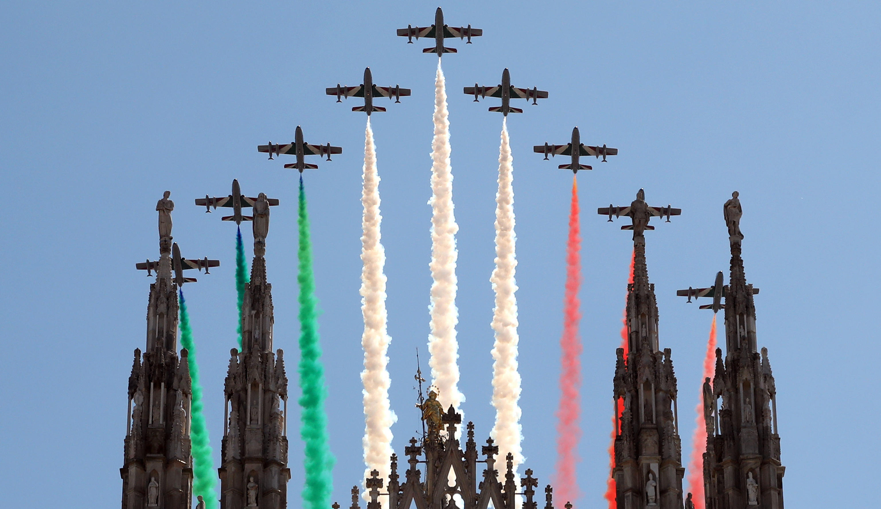 Italian Air Forces aerobatic demonstration team, the Frecce Tricolori, as they fly over the cathedral in Milan, Italy, 25 May 2020. From today the Frecce Tricolori will draw it every day in the Italian sky, flying over all the regions. It will be a big hug to the Italians which will close in Rome on June 2nd for the Republic Day. ANSA/MATTEO BAZZI