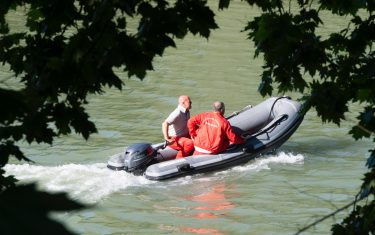 Recovery and rescue operations after a two-seater aircraft crashed into the Tiber river in Rome, Italy, 25 May 2020. One of the two people on board the aircraft that fell into the Tiber was rescued. According to what has been learned, it would be the instructor who managed to get out of the plane before he sank. Among the first hypotheses, that there was an attempt to ditch the pilot before the aircraft sank.? ANSA/PERI PERCOSSI