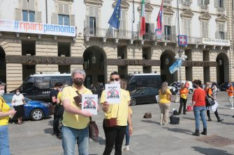 Protesta adesso in piazza castello a Torino davanti alla sede della regione Piemonte dei operatori e agenzie viaggi (Costa1/Fotogramma, TORINO - 2020-05-27) p.s. la foto e' utilizzabile nel rispetto del contesto in cui e' stata scattata, e senza intento diffamatorio del decoro delle persone rappresentate