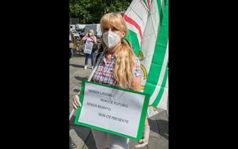milano protesta sindacati palazzo regione