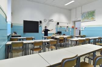 Disposizioni di sicurezza nelle aule del Convitto Umberto Primo, Torino, 11 maggio 2020. ANSA/ALESSANDRO DI MARCO