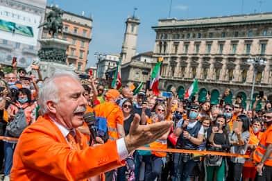 Milano, protesta gilet arancioni: denunciato ex generale Pappalardo