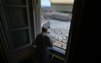 Pope Francis leads the 'Regina Coeli' prayer from the window of the Apostolic Palace overlooking Saint Peter's square at the Vatican City, 31 May 2020.  ANSA/VATICAN MEDIA +++ ANSA PROVIDES ACCESS TO THIS HANDOUT PHOTO TO BE USED SOLELY TO ILLUSTRATE NEWS REPORTING OR COMMENTARY ON THE FACTS OR EVENTS DEPICTED IN THIS IMAGE; NO ARCHIVING; NO LICENSING +++