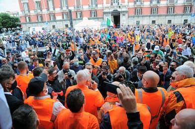 Pappalardo e i gilet arancioni in piazza anche a Bari. FOTO