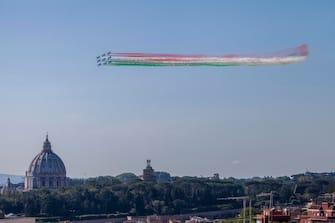 """Italian Air Forces aerobatic demonstration team, the """"Frecce Tricolori"""", as they fly duringe the Italy's Republic Day (Festa della Repubblica) in Rome, Italy, 02 June 2020. The anniversary marks the founding of the Italian Republic in 1946.? ANSA/LUCIANO DEL CASTILLO"""