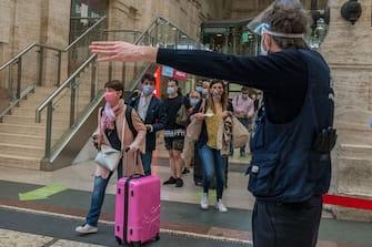 Milano. Stazione Centrale riapertura delle Regioni partenze in treno Fase 3 (Carlo Cozzoli/Fotogramma, Milano - 2020-06-03) p.s. la foto e' utilizzabile nel rispetto del contesto in cui e' stata scattata, e senza intento diffamatorio del decoro delle persone rappresentate
