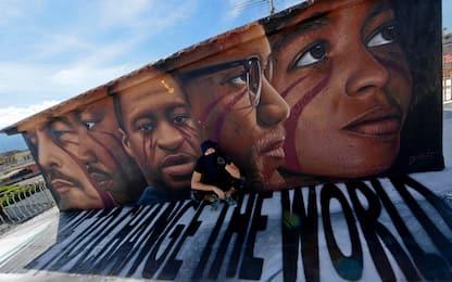 Napoli, dipinto un murale dedicato a George Floyd. FOTO
