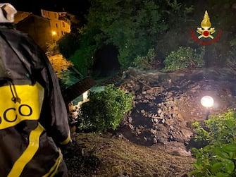 Allagamenti e smottamenti la scorsa notte nel Bolognese: nella zona metropolitana si è abbattuto un violento temporale che ha causato molti danni specialmente nelle zone montane intorno a Gaggio, Castiglione dei Pepoli e Porretta Terme. A Porretta: le strade si sono trasformate in torrenti. A Granaglione è stata evacuata una donna che risiedeva in una casa troppo esposta ai detriti che stavano scendendo giù. Vigili del fuoco ancora al lavoro da questa notte. ANSA/VIGILI DEL FUOCO EDITORIAL USE ONLY NO SALES