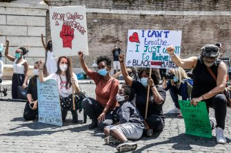 People holding placards are on their knees, with raised fist, as they attend a demonstration in memory of George Floyd in Piazza del Popolo, Rome, Italy, 07 June 2020. The protesters gather to demonstrate in the wake of the death in police custody of George Floyd in the United States. ANSA/ FABIO FRUSTACI