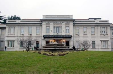 Pavia, moto contro bus: 55enne gravissimo al Policlinico San Matteo
