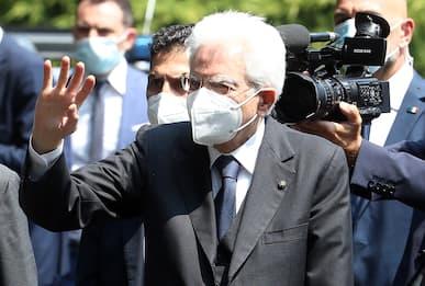 """Covid Roma, Mattarella visita centro vaccini all'Eur: """"Teniamo duro"""""""