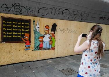 La nuova opera dello street artist Alexandro Palombo 'Just because I am Black' affissa la notte scorsa sui muri della città , Milano, 12 Giugno 2020, ANSA/Andrea Fasani